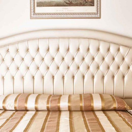 Dettaglio letto matrimoniale camera classic
